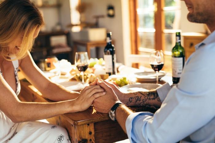 Gaseste echilibru intre viata de cuplu si jobul de escorta